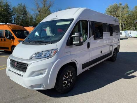 Van Tourer 600D Black and White